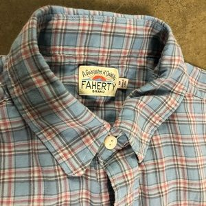 Faherty small button down blue light red shirt